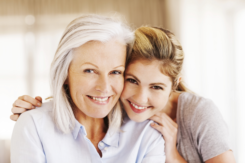 Les meilleurs moyens pour garder un œil sur une personne âgée