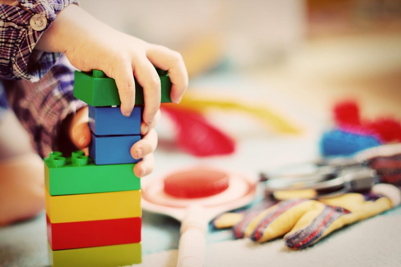 Pourquoi les jouets en bois sont-ils très appréciés actuellement ?